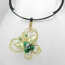 Arany-zöld színű pillangó nyaklánc édesvízi gyönggyel + AJÁNDÉK DÍSZDOBOZ (0210.)