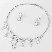 Esküvői/alkalmi luxus ékszerszett esőcsepp alakú CZ kristályokkal, platina bevonattal +AJÁNDÉK DÍSZDOBOZ (0620.)