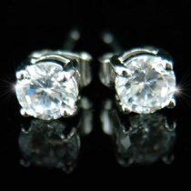 18k fehérarannyal bevont férfi fülbevaló kör alakú szimulált gyémánttal + AJÁNDÉK DÍSZDOBOZ (0951.)