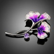 Fehérarannyal bevont lila és fehér olajfestéses virág bross ausztriai kristályokkal + AJÁNDÉK DÍSZDOBOZ (0559.)