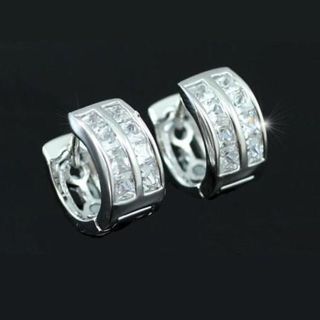 Fehérarannyal bevont karika fülbevaló áttetsző cirkónia kristályokkal + AJÁNDÉK DÍSZDOBOZ (0028.)